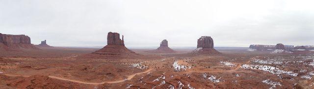 Monument Valley。這種廣景不是每台相機都拍得出來的。但是近看也很漂亮。拍攝者:Sirrobcool。